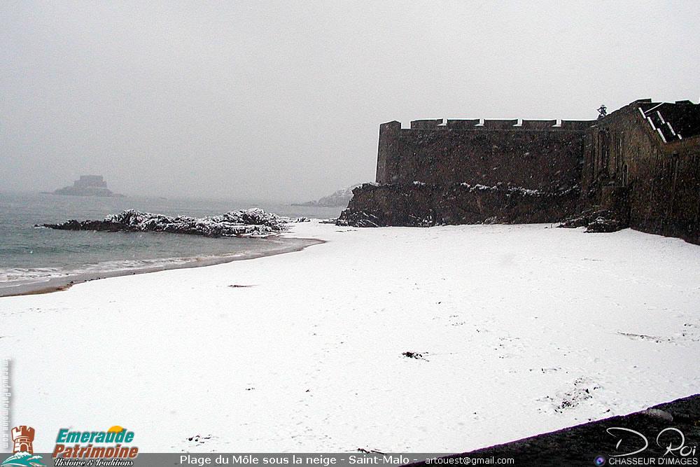 Plage du Môle sous la neige - intra-muros